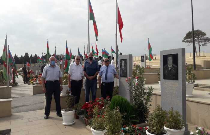Employees of IMBB visited the graves of martyrs in the second Alley of Honors