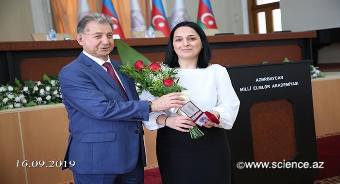 Ведущий научный сотрудник Самира Рустамова награждена нагрудным знаком «Передовой работник образования Азербайджанской Республики»