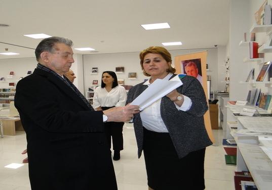 Президент НАНА академик Акиф Ализаде посетил выставку, посвященную «Дню Науки»