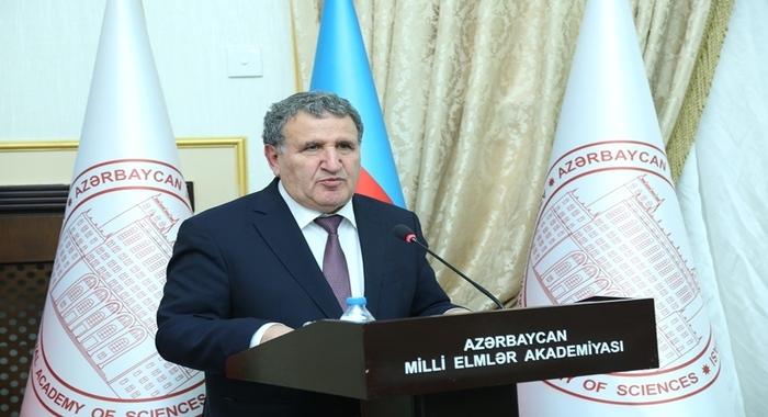С позиции приоритетности азербайджанства