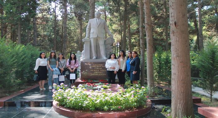 В связи с Днем знаний состоялось посещение могилы видного ученого Джалала Алиева