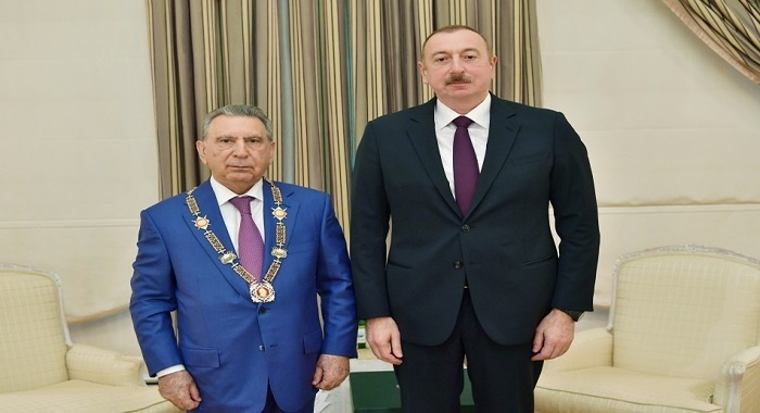 """Akademik Ramiz Mehdiyevə """"Heydər Əliyev"""" ordeni təqdim olunub"""