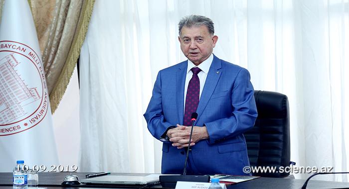 Академик Акиф Ализаде встретился с председателями Научных советов по научным направлениям