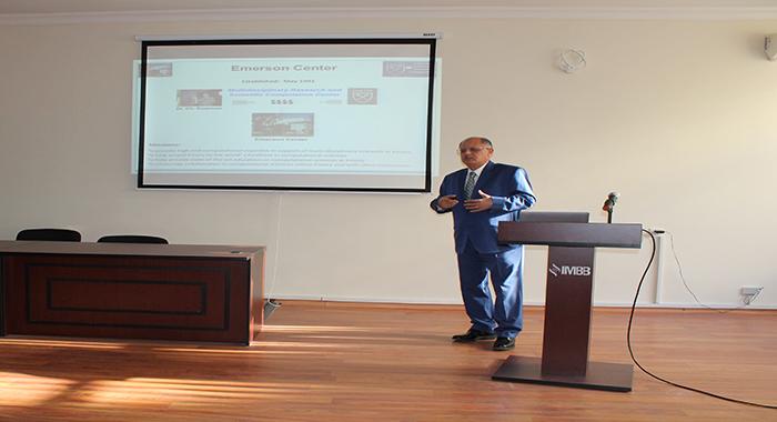 Прошел семинар с участием ученого из США Джамаледдина Мусаева