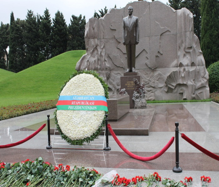 The memory of national leader Heydar Aliyev was commemorated at the Institute of Molecular Biology and Biotechnologies
